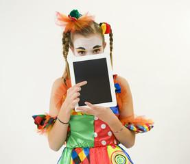 Clownette et sa tablette tactile