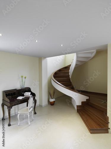 Scala a chiocciola con gradini in legno immagini e for Gradini in legno prezzi