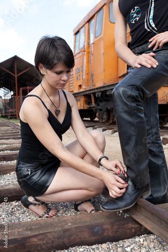 Девушку унижают фото