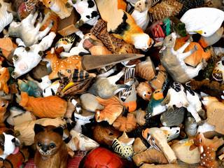 Gruppo di animali di legno