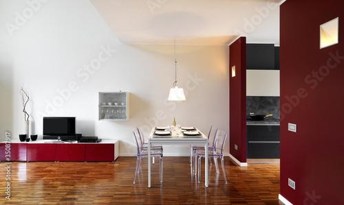 moderno soggiorno con tavolo da pranzo apparecchiato\