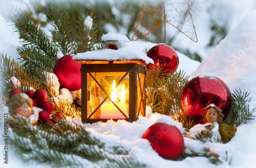 weihnachtliche gartendekoration stockfotos und