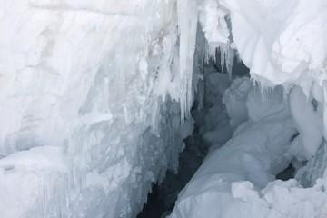 Papiers peints Marbre Alpine deep crevasses on a glacier