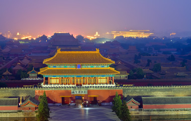 Photo sur Toile Pékin Night scene of the Forbidden City in the fog