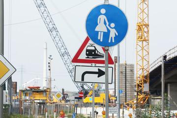 Baustelle Chaos Verkehrsschilder