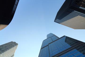 Skyward view of skyscrapers in Chicago Fotobehang