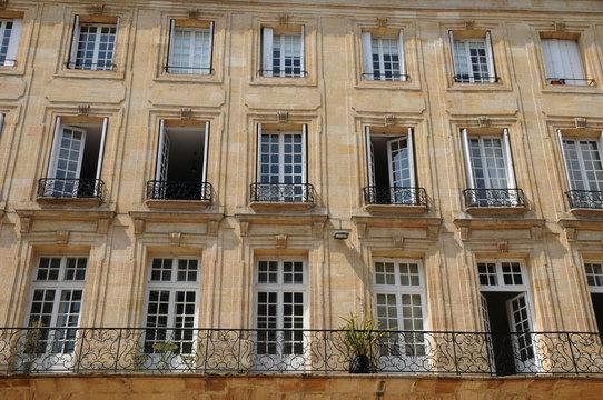 Bordeaux, immeuble ancien place du Palais