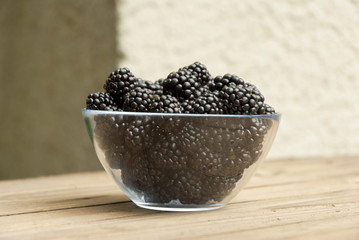 blackberries in bowl
