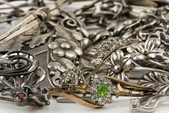 Antike Silberbroschen
