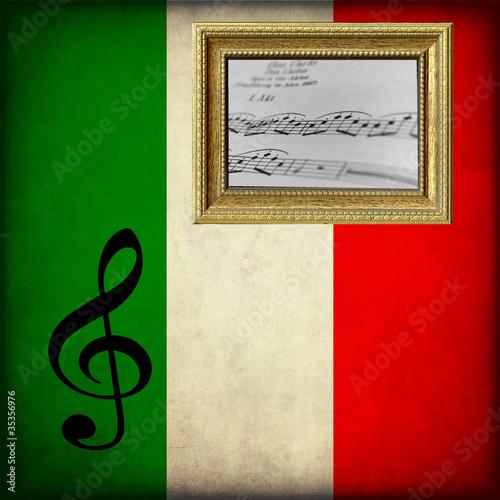 Spartito Musicale Su Bandiera Italiana Con Cornice Immagini E