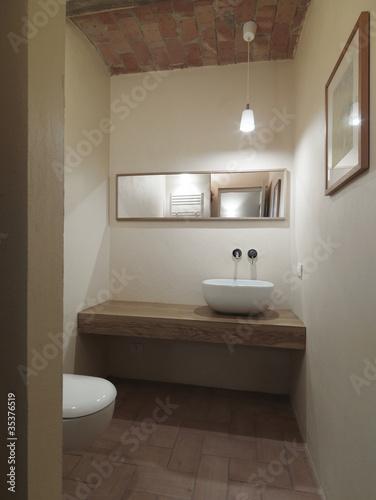 Piccolo bagno moderno di servizio immagini e fotografie royalty free su file - Bagno piccolo moderno ...