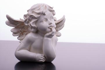 Engel nachdenklich