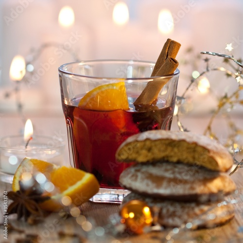 gl hwein und lebkuchen an weihnachten stockfotos und. Black Bedroom Furniture Sets. Home Design Ideas