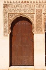 Wall Mural - Alhambra de Granada. Moorish door in the Court of the Mirtles
