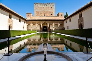 Fototapete - Alhambra de Granada. Patio de Arrayanes y Torre de Comares