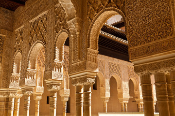 Wall Mural - Alhambra de Granada. Moorish arches in the Court of the Lions