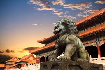 Poster de jardin Pekin bronze lion in the forbidden city