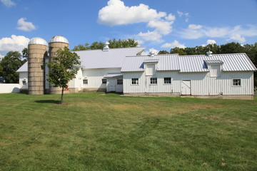 Attractive working farm in the Midwest