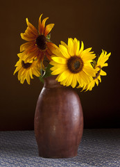 Arrangement of sunflowers.