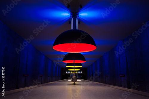 Dunkler Raum Riesige Lampenschirme Stockfotos Und Lizenzfreie