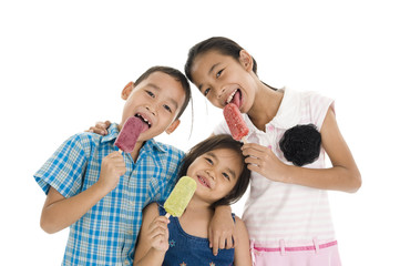 siblings eating ice creams