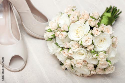 Туфли и розы  № 3398389 загрузить