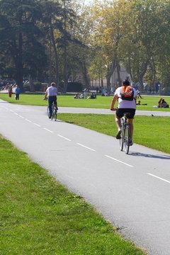 Sur la piste cyclable