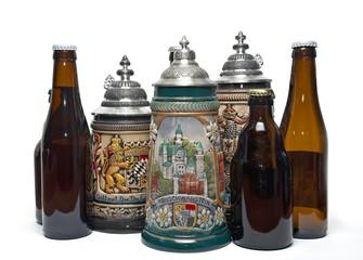 Botellas y jarras de cerveza