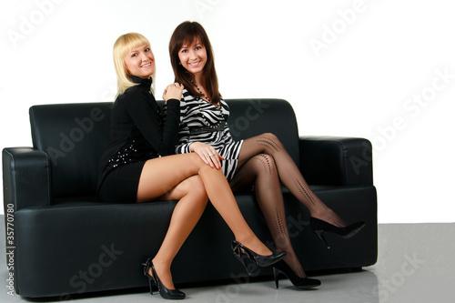 Девченки на диване
