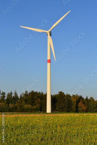 windkraftwerk windrad zur stromerzeugung stockfotos und. Black Bedroom Furniture Sets. Home Design Ideas