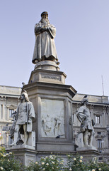 Statua di Leonardo da Vinci - Piazza della Scala (MI)