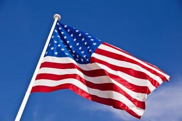 Drapeau américain, fond ciel bleu