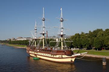 Фрегат-ресторан на реке Волхов. Великий Новгород