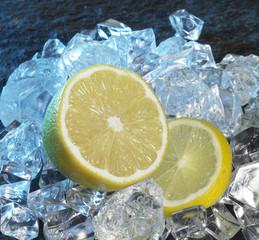 Foto op Canvas In het ijs lemons and ice cubes