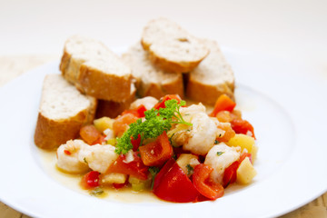 Prawns with vegetable and baguette