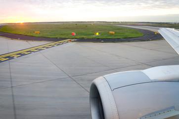 Sonnenaufgang am Flughafen