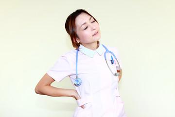 ひと休みする看護師