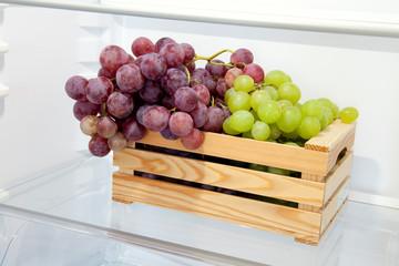 cassettina di uva nel frigo