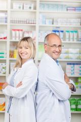 zwei lachende apotheker