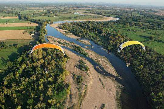 Photo aérienne de la Loire en paramoteur