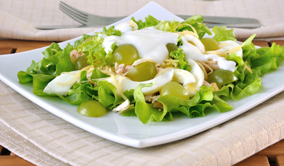 Light salad with yogurt