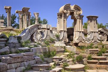 Fotobehang Beijing Ancient Gate Ruins Pillars Old Summer Palace Yuanming Yuan Beiji