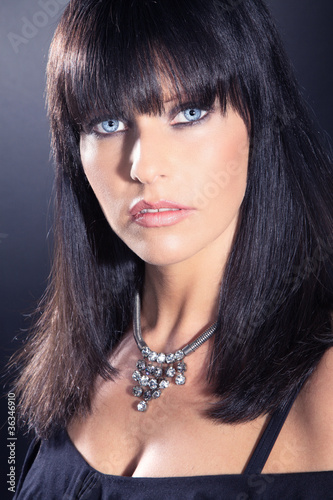 weiblich braune haare blaue augen