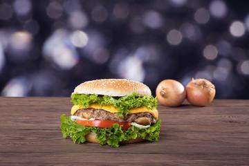 Hamburger frisch serviert, Hintergrund Glitzer