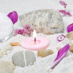 Wellness mit Kerze und Steine in Rosa