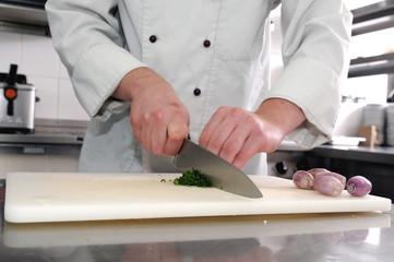 der Koch bei der Arbeit in der Restaurantküche