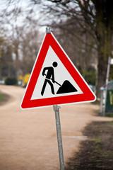 Schild und  Verkehrszeichen Bauarbeiten