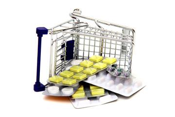 Umgestürtzter Einkaufswagen mit Medikamenten
