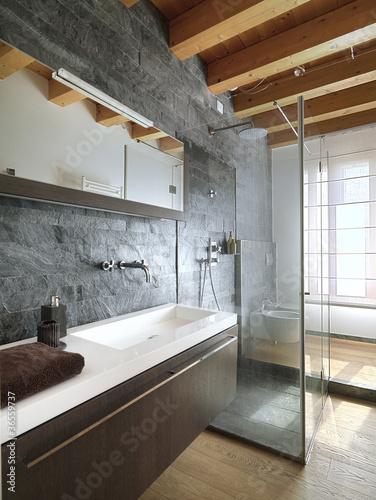Bagno moderno con doccia in mezzo al locale immagini e fotografie royalty free su for Bagno moderno con doccia