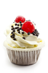 Fototapete - cup cake with cream and chocolate chip isolated on white